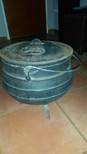 To swap for Play Station 4 3 Legged Pot – No. 10 Size - 28.0L and Gas Barbeque
