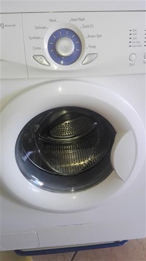 Nice 7.2KG LG Front Loader Washing Machine