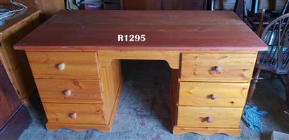 6 Drawer Oregon Pine Desk (1595x800x780)