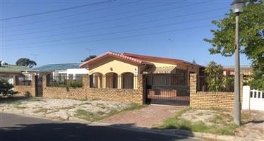 Large 4-bedroom house for rent