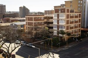 One and half bedroom flat available in Sunnyside