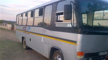 Bus Isuzu