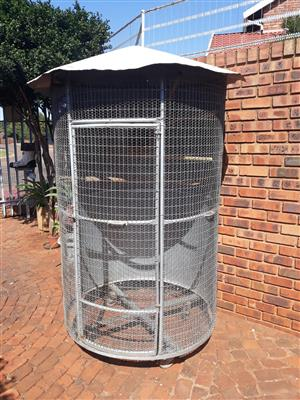 CAGES 2ND HAND OUTDOOR