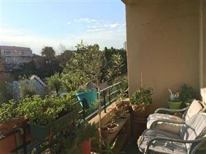 Large, 1 Bedroom with Balcony near KLOOF Street behind MT NELSON Hotel - Gardens - City Bowl