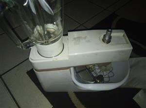 Selling a kenwood domestic cake mixer and dough mixer combination with all accessories and blender R1250.