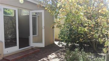 EXCLUSIVE : WEST BEACH : R 8000 PM