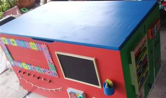 Custom toy boxes