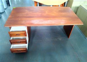 Veneer bow frond Exec desk