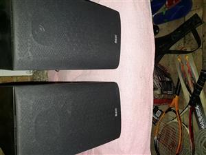 B&W bookshelf speakers DM600 S3