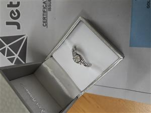 gorgeous diamond ring reduced to sell