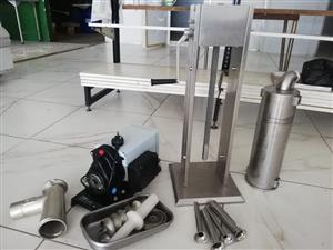 Reber industrial mincer 800w motor and industrial wors stopper (sausage filler)