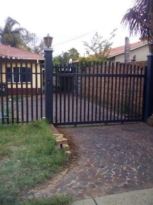 2 Bedroom Flat to rent in Daspoort