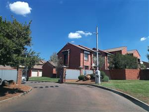 Lovely top unit townhouse to let in mooikloof ridge