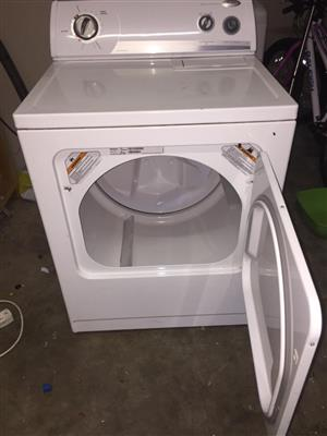 Whirlpool 10.5 kg tumble dryer. (good condition hardly ever used) R2750