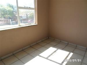 Florida Lake 1bed flat to rent for R3200 opposite the Lake bathroom, kitchen, lounge, small balcony