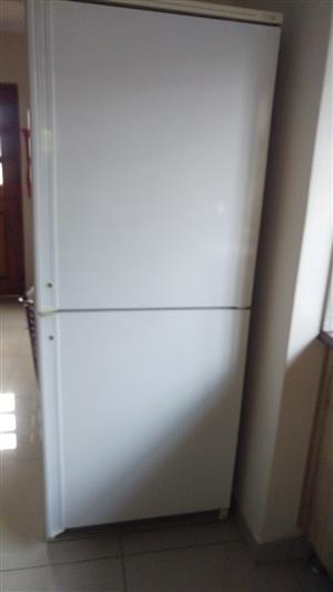 Kelvinator fridge/freezer