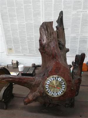 Swaar hout clock