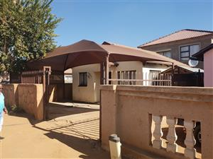 Beautiful house in Soshanguve East close to Thorntree Mall