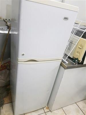 KIC 220 litres fridge freezer combi