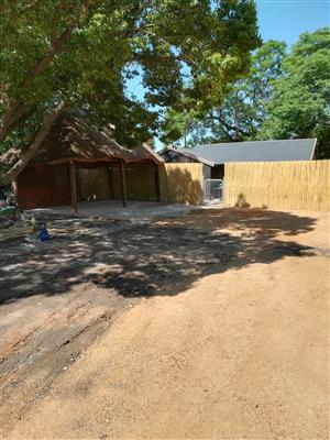 Oulike hout tuinhuis te huur in Wolmer, Pretoria Noord