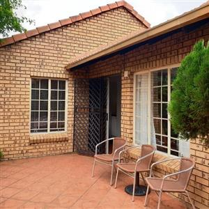 Townhouse to let, Lynnwood Manor
