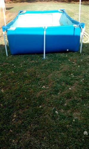 Swimming pool with filter pump