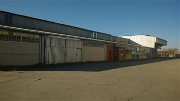 2,500m2 Industrial building TO LET in Powerville, Vereeniging with 3 ton Morris crane.