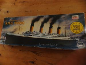 White Star Line R.M.S. Titanic Minicraft Model Kits - Nr. 11312 - 1:350