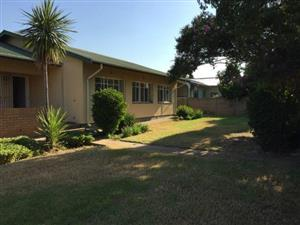 Three Bedroom house to Rent in SW 1 Vanderbijlpark close to Vaal Mall and school