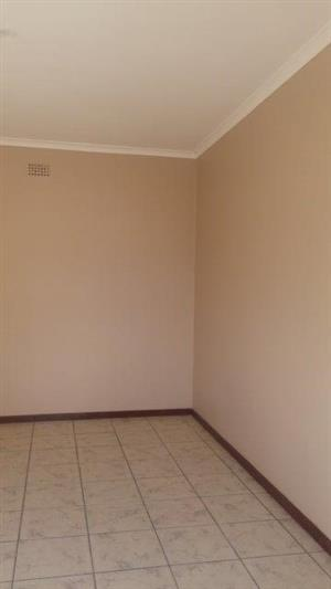 2 Bedroom Seperate Entrance to let in Grassy Park