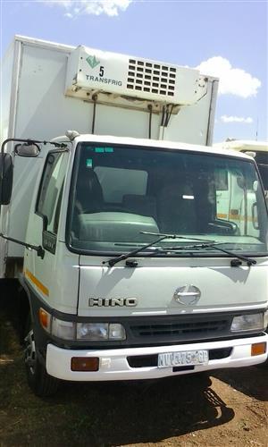Toyota Hino 10-166 Cooler truck