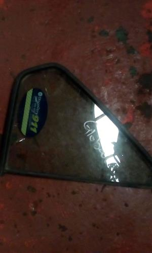 MERCEDES W203 RIGHT REAR QUARTER GLASS - USED GLOBAL