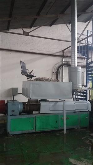 FOR SALE: Complete melting plant for recycling plastic