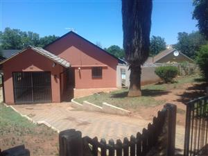 Neat family Home in Old Fleurhof which is busy renovated as we speak for SALE for R 850 000 with 3 bedrooms, 2 bathroom