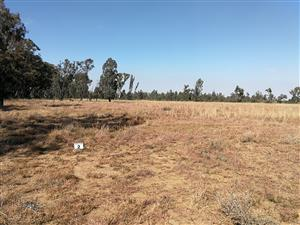 20 fully serviced stands of 2 acres each