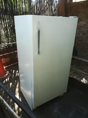 White General Electric 240 liter fridge with small freezer inside in good condition and working perfectly for sale - R1395 cash if you collect.  I CAN DELIVER for a small fee.  WhatsApp , sms or call Pierre on 0825784861.