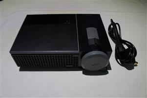 Dell 1610HD Standard Series Projector DONE ONLY 287 Hours On Bulb