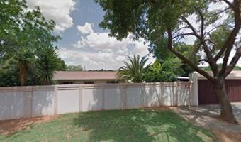 spacious Arty type of 1 Bedroom Cottage - Genl de Wet - Bloemfontein - FOR RENT