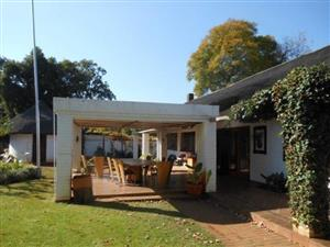 Colbyn, Spacious,Classic,Thatched roof house ideal for Guest House, student accommodation or large family.