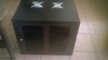 4 U and 9 U network cabinets/server racks for sale. As new. From R 800