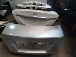 Secondhand-New Mercedes Benz spare parts and BMW spare