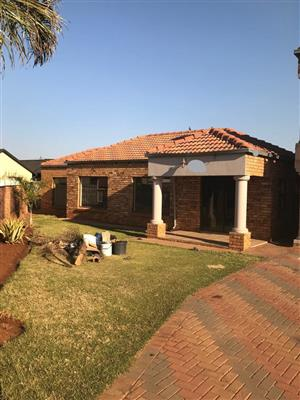 3 Bedroom house situated in the quiet area East Field ext 6