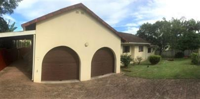 3 Bedroom House with 1 Bedroom Flatlet for sale in Port Edward.