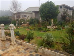 Smallholding with 2 house and 4 flats and workshop 3 boreholes 5 km from town kokstad