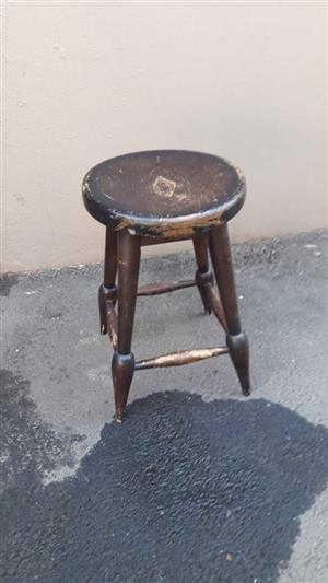 Ou mini hout sit stoeltjie