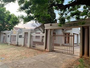 WELL MAINTAINED 3 BED FAMILY HOME IN RANDLES PARK, KLERKSDORP