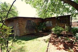 2 Houses plus flatlet on one stand Pretoria north.