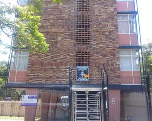 Muckleneuk - three bedroom unit on 3rd floor