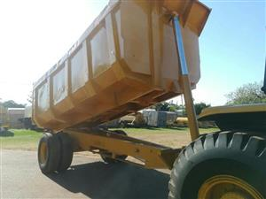 2005 Bell 1866(4X2) TOW TRACTOR+1TON TIP TRAILER1 for sale