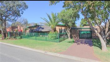 Newly renovated house with flat in the best area in Secunda
